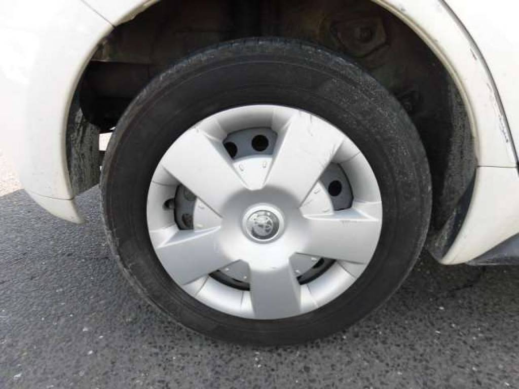 Used 2004 AT Toyota IST NCP60 Image[31]